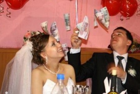 Как оригинально подарить деньги на свадьбе