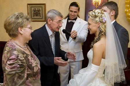 С кого начинать поздравления на свадьбе
