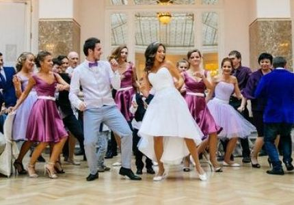 Танец гостей на свадьбе